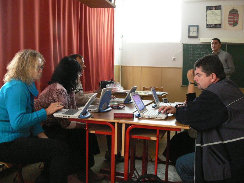 Pedagógusok az iskolapadban